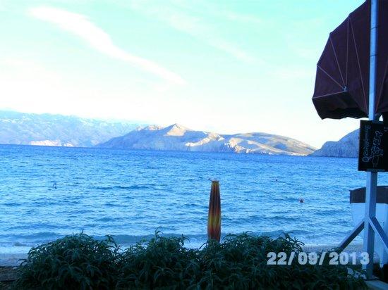 Lantino: Blick von der Strandpromenade Baska