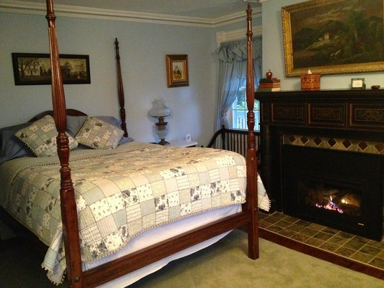 Apple Valley Inn Bed & Breakfast: Empire room