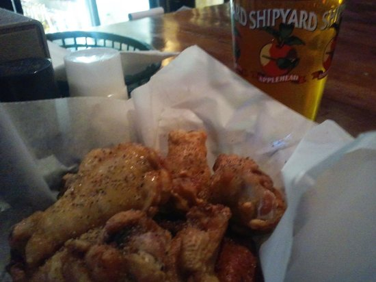 Fore Play Sports Pub: Lousy Wings