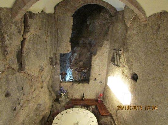 Ristorante La Grotta: La Grotta inside