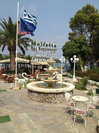 Molfetta Beach Hotel: Вид на бар отеля