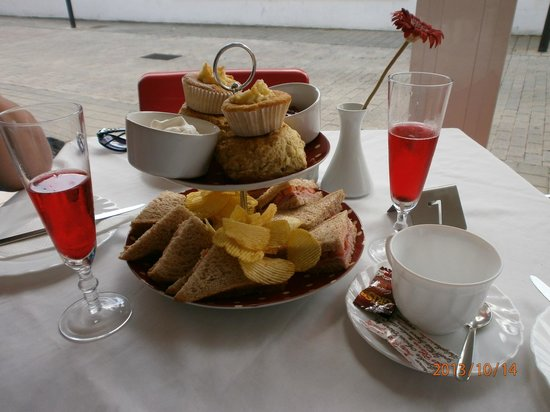 "Stanley's Tea Room : The ""6 euro special""."