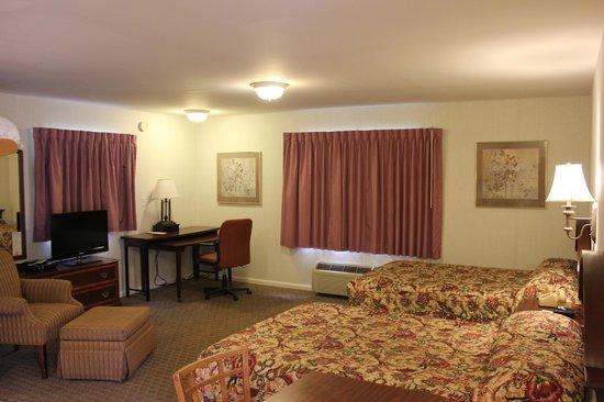 Heidi's Inn: guest room