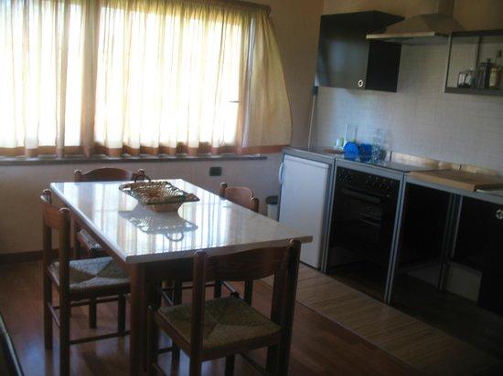 B&B Villa Maria: la cucina luminosa e completa di elettrodomestici