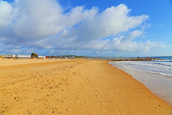 Sandbanks Beach : Miles of golden sand
