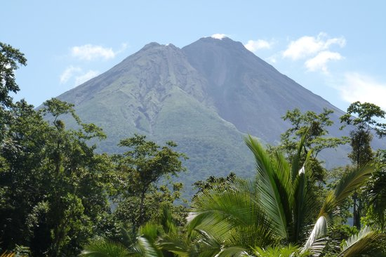 Termales Los Laureles.  Vista del Volcán Arenal
