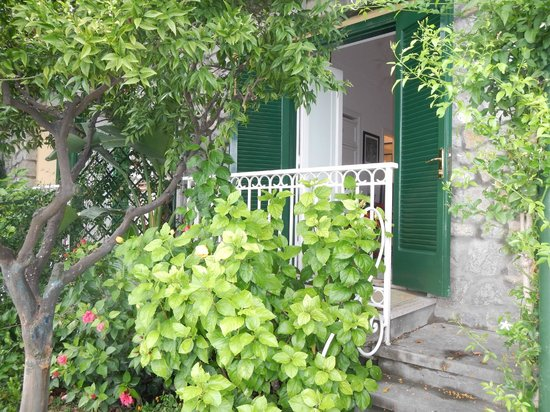 Hotel Buca di Bacco: The entrance to our beautiful room.