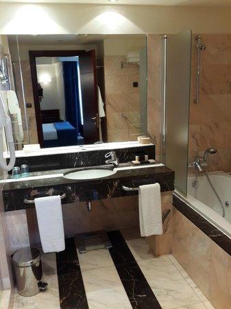 Club Hotel Loutraki : Ванная комната