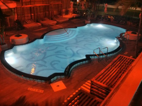 Hotel Victor: Swimming pool on second floor