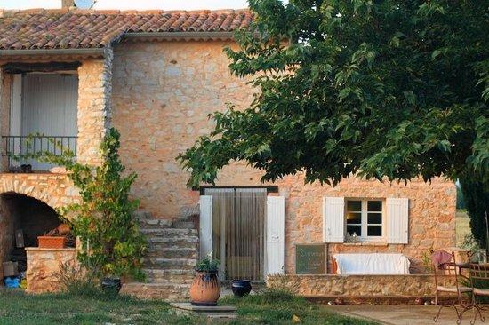 Organic Provence at La Vudele : Hausansicht aus dem Garten