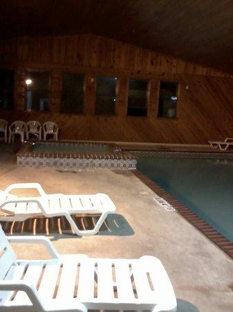 Ramada Decatur: pool area
