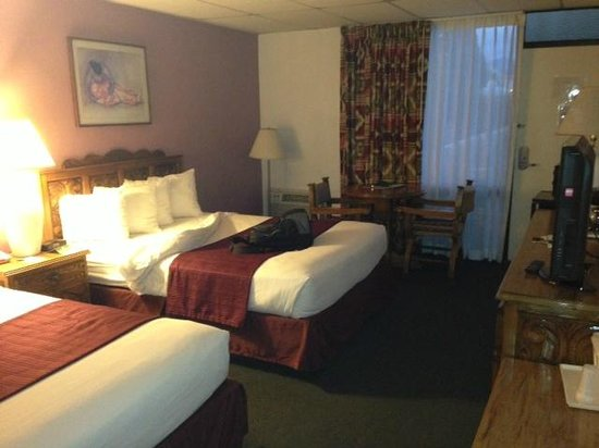 Quality Inn : Dated room