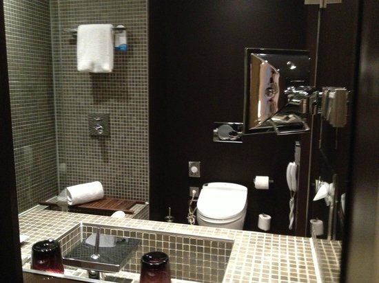 Radisson Blu 1835 Hotel & Thalasso : ванная комната