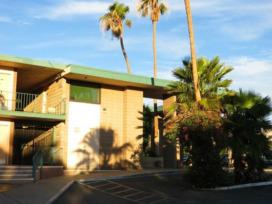Desert Hot Springs Spa Hotel : Grand entrance