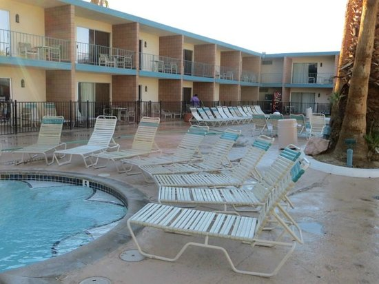 Desert Hot Springs Spa Hotel: Pool - soak - soak