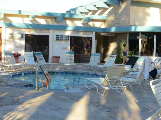 Desert Hot Springs Spa Hotel : Pool - soak - soak