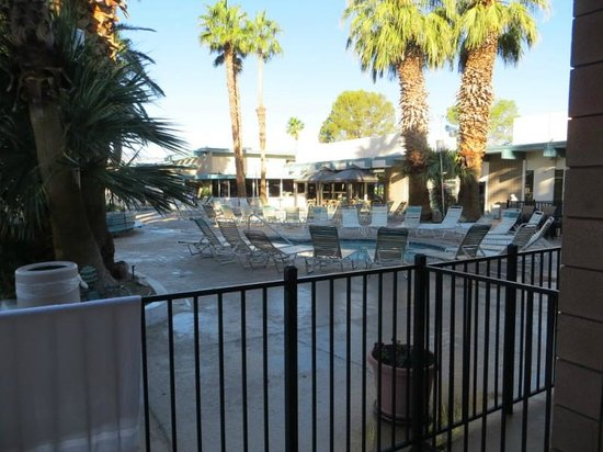 Desert Hot Springs Spa Hotel: View from room..