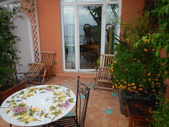 Hotel Buca di Bacco: Our Perfect Patio