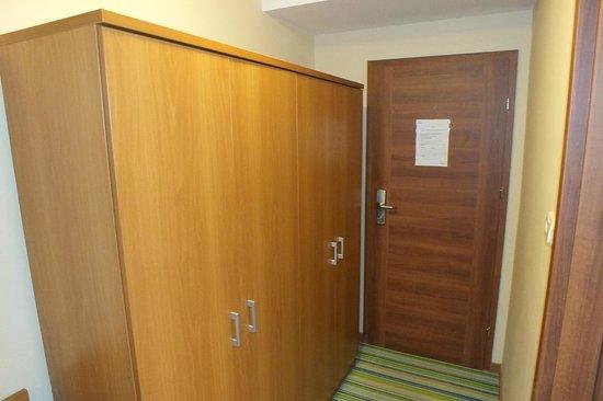 Hotel Yacht Wellness & Business Siófok : Гардероб