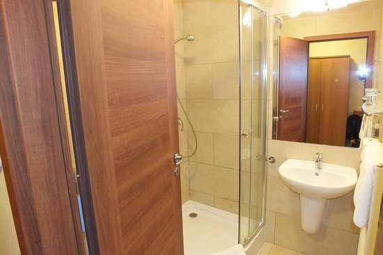 Hotel Yacht Wellness & Business Siófok : Ванная