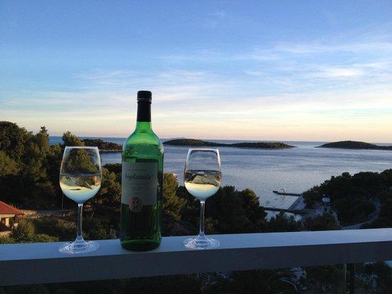 Amfora Hvar Grand Beach Resort: Having a wonderful bottle of wine with the sunset