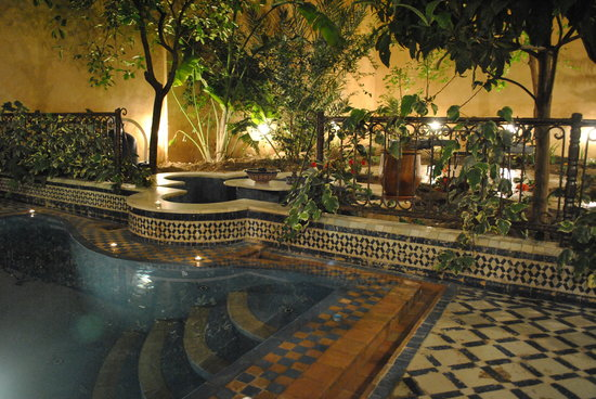 Riad Medina : Relax by the pool