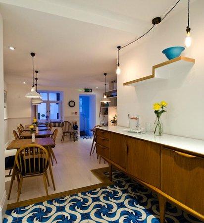 Trevose Harbour House: Breakfast Bar and Breakfast Area
