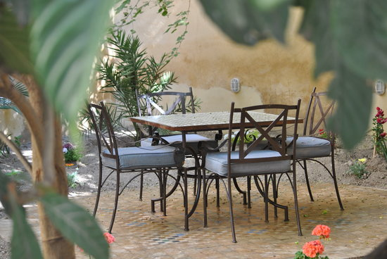 Riad Medina: Take tea in the garden