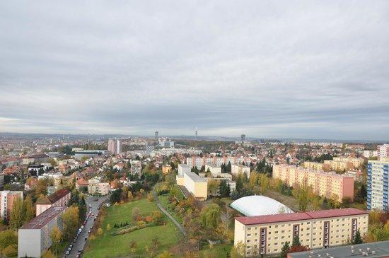 a&o Prague Rhea: Вид в сторону центра с последнего этажа