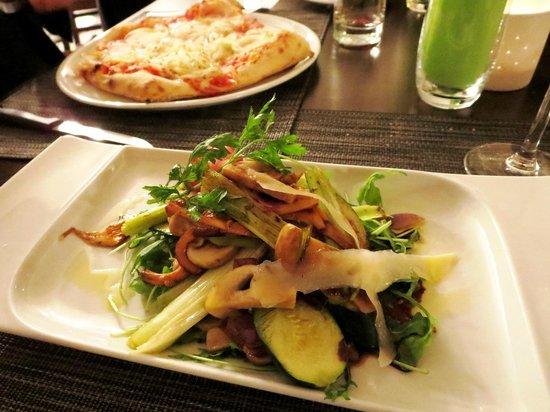 La Pate en l'Air: Planche des légumes et pizza cipolle