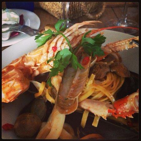 Le Monde: Lovely seafood spaghetti.