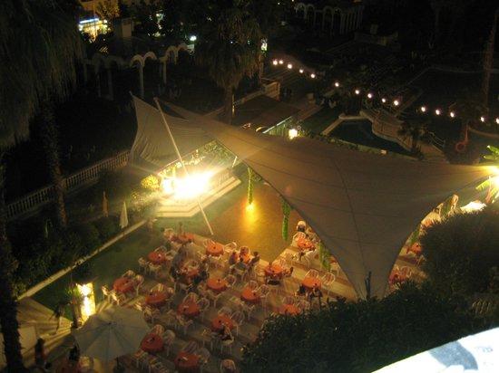 Hotel Marina Sand: Вид с балкона вечером, анимация