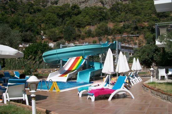 Marcan Resort Hotel: chutes from pool area