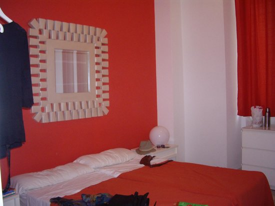 Samay Hostel Sevilla : Chambre couleur flashy...