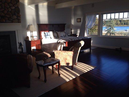 Seatuck Cove House Waterfront Inn: Dune room at Seatuck. Beautiful!!