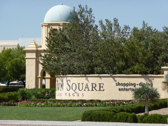 Town Square Las Vegas: Entrance from road