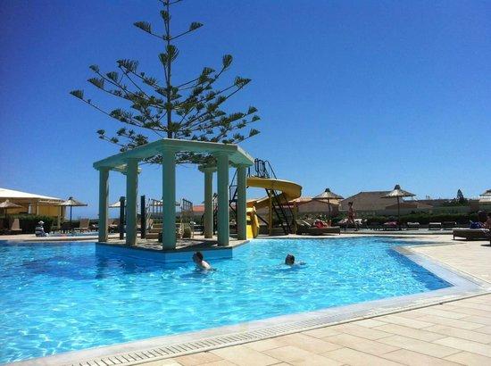 Golden Star Hotel : piscine