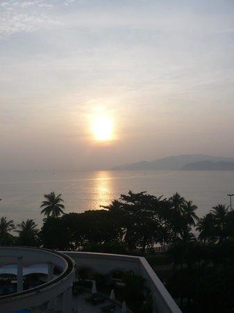 Sunrise Nha Trang Beach Hotel & Spa: Sunrise!