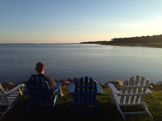 Seatuck Cove House Waterfront Inn: Relaxing on the property on a gorgeous fall day