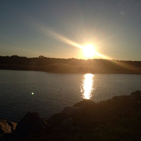 Seatuck Cove House Waterfront Inn : Sunset on the property