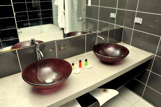 Mochican Palace Hotel: Interior de cuarto de baño hab. Doble