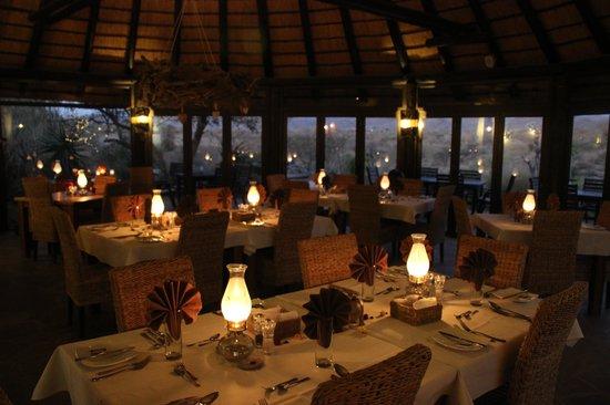 Immanuel Wilderness Lodge : abendliche Restaurant