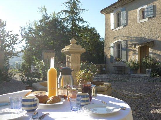 Le Domaine Saint Jean : Frühstück