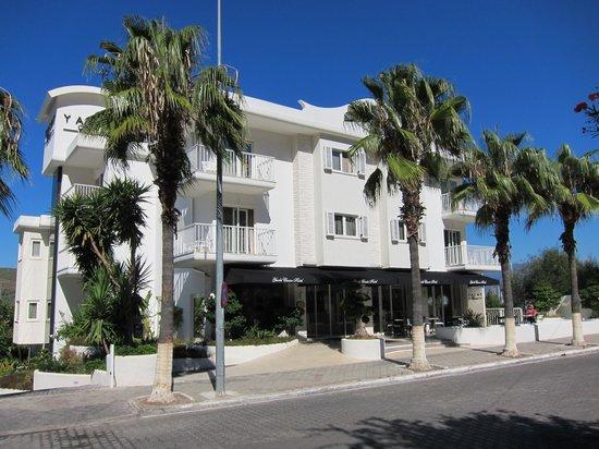 Yacht Classic Hotel: Hotel Entrance
