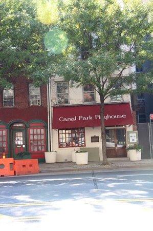 The Canal Park Inn: Entrance