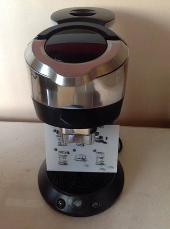JW Marriott Hotel Beijing: coffee machine in room