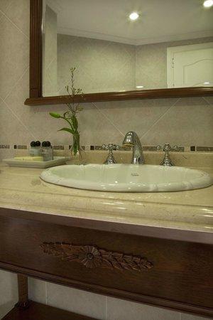 Scala Hotel Buenos Aires: Espaciosos baños, totalmente equipados