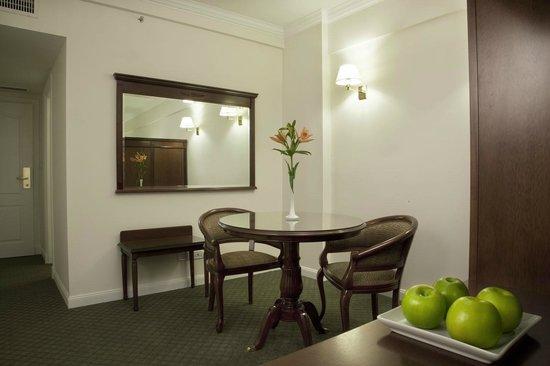Scala Hotel Buenos Aires: Amplias y elegantes Habitaciones, con LCD 32'', frigobar y caja de seguridad