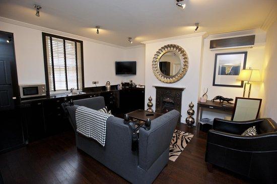 Strozzi Palace Boutique Hotel Suites: Living Room