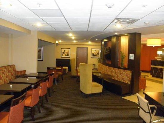 Holiday Inn Express Toledo North: lobby